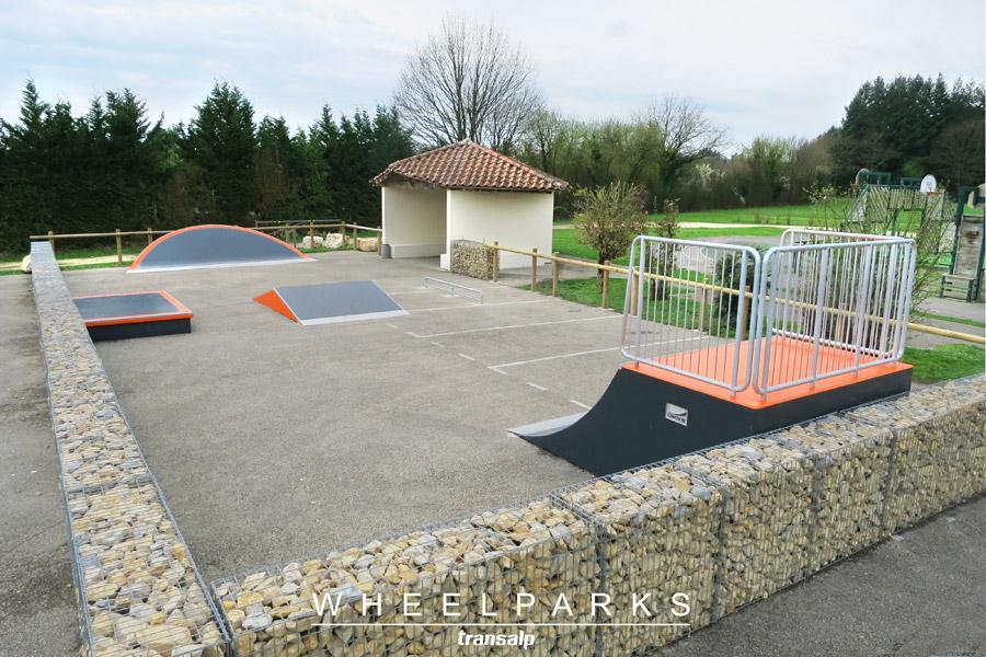 Skatepark béton à Certines (01)